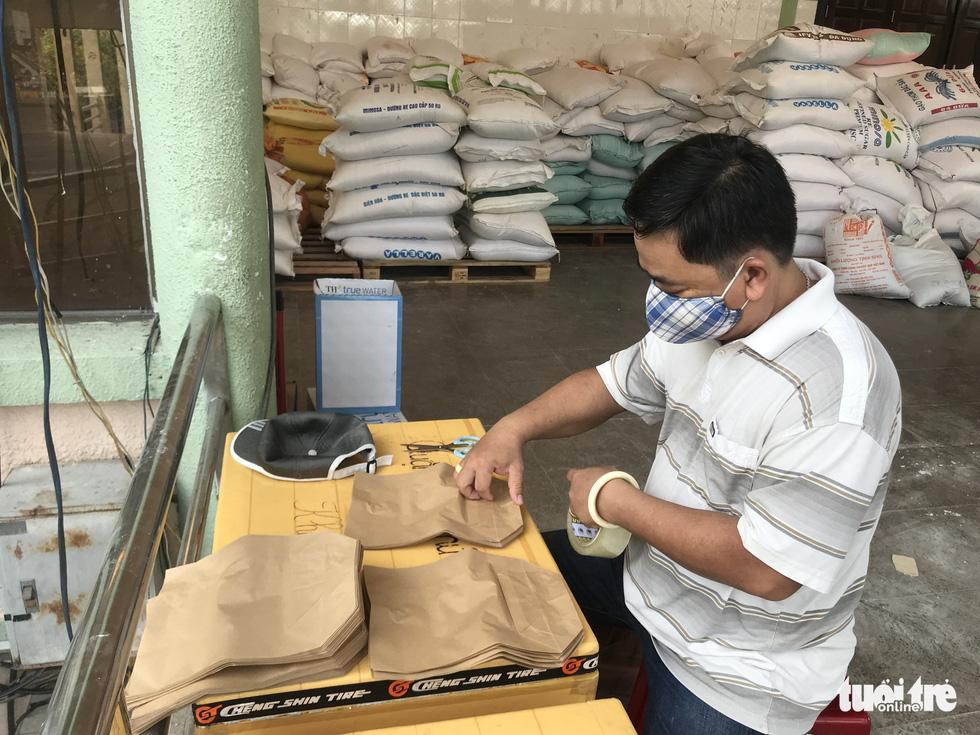 Ngày đầu hoạt động, 'ATM gạo' Thủ Đức đã có 45 tấn gạo làm vốn - Ảnh 7.