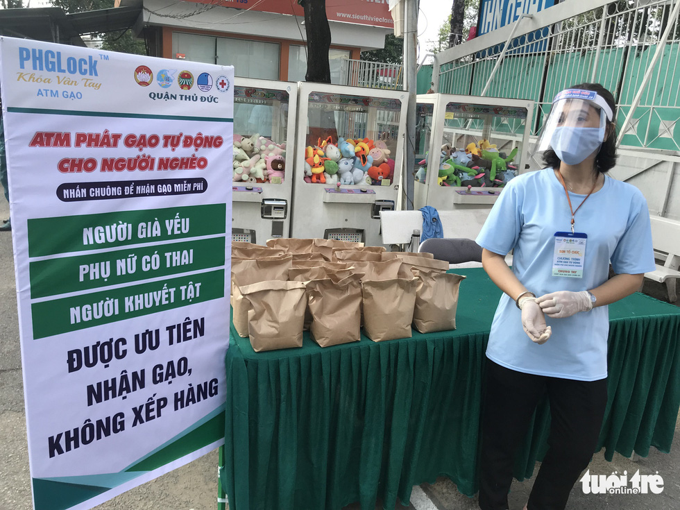Ngày đầu hoạt động, 'ATM gạo' Thủ Đức đã có 45 tấn gạo làm vốn - Ảnh 8.