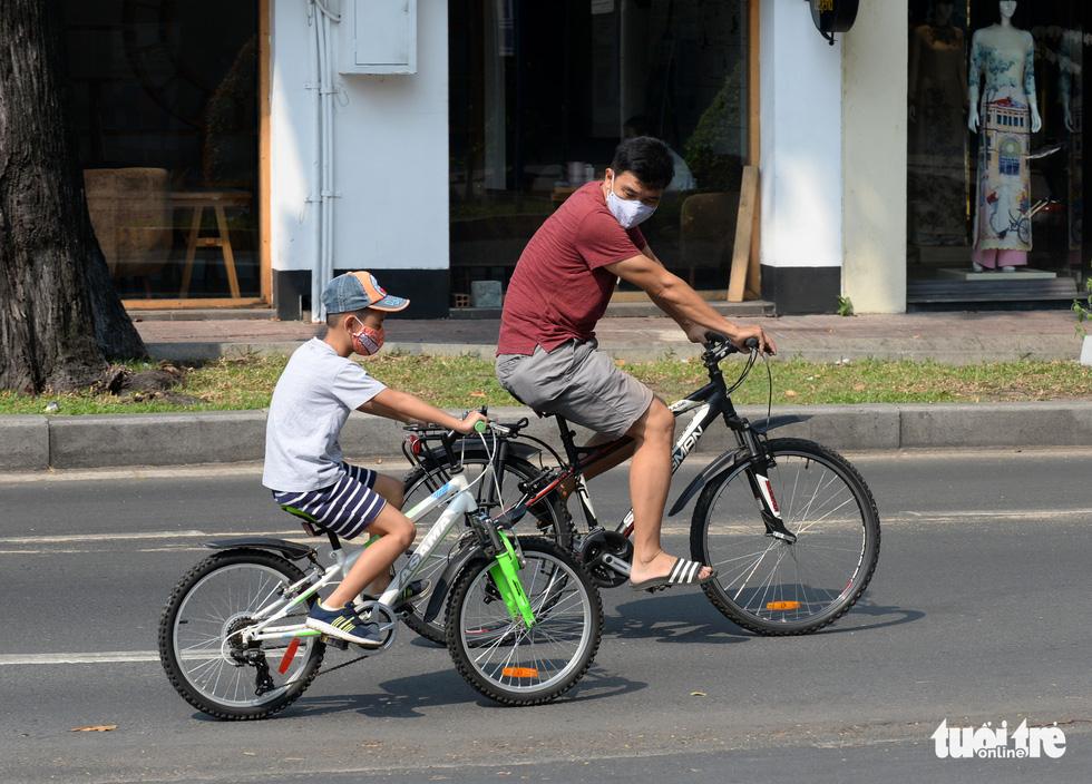 Thong thả đạp xe giữa Sài Gòn mùa phòng dịch COVID-19 - Ảnh 5.