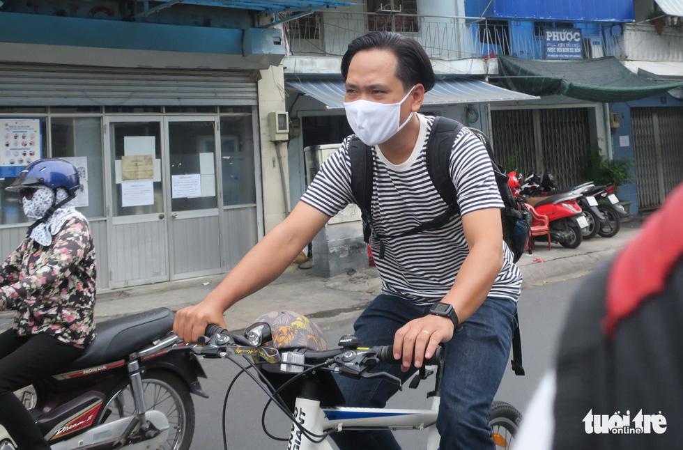 Thong thả đạp xe giữa Sài Gòn mùa phòng dịch COVID-19 - Ảnh 7.