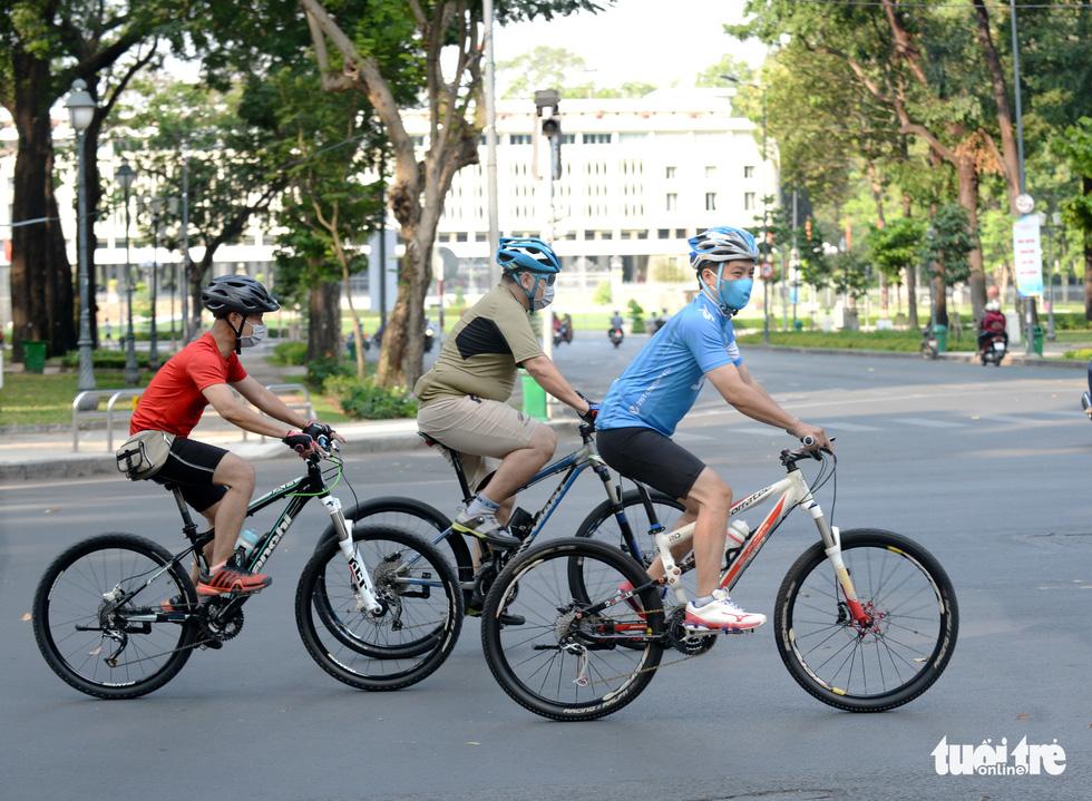 Thong thả đạp xe giữa Sài Gòn mùa phòng dịch COVID-19 - Ảnh 10.