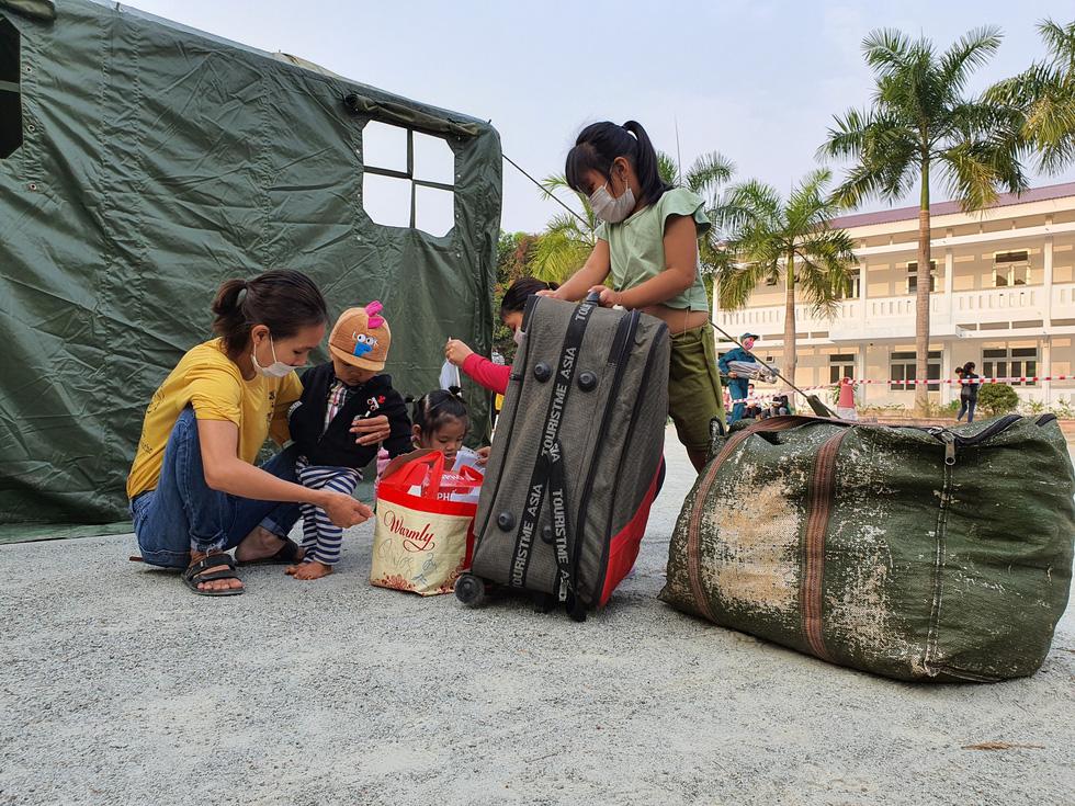 Lãnh đạo các địa phương Thừa Thiên Huế đón lao động ở Lào hết cách ly về nhà - Ảnh 7.