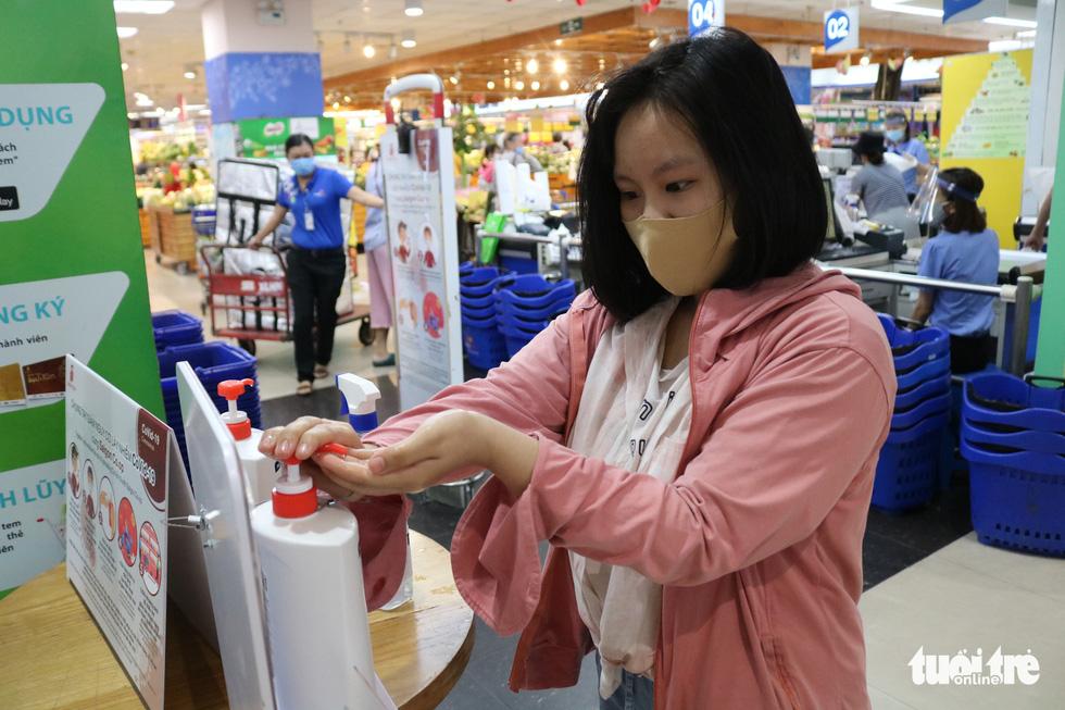 Bà con mình nhớ chú ý an toàn khi mua sắm trong mùa dịch COVID-19 - Ảnh 7.