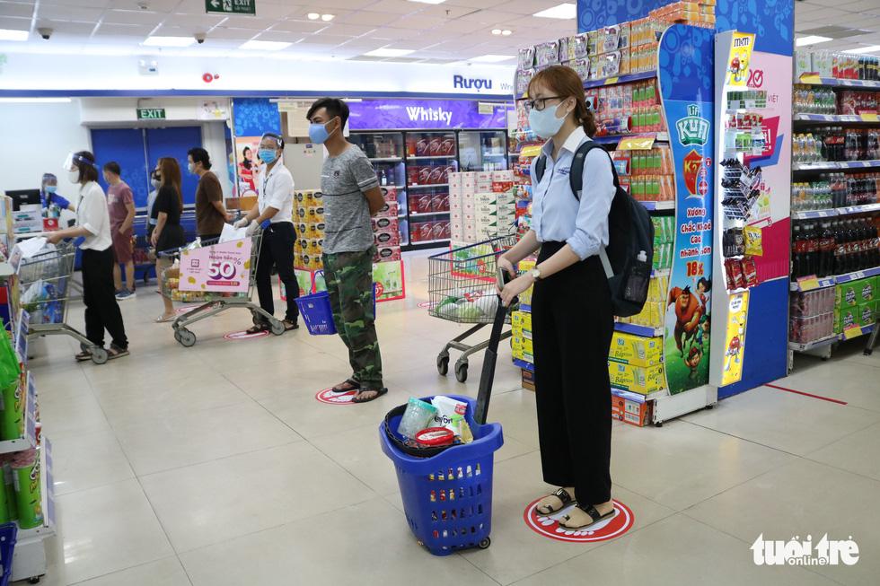 Bà con mình nhớ chú ý an toàn khi mua sắm trong mùa dịch COVID-19 - Ảnh 5.