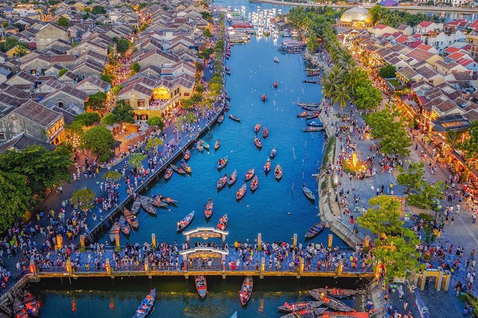 Bức ảnh chung cư rợp quốc kỳ Việt Nam là của một người Ấn Độ sống ở Hà Nội - Ảnh 10.