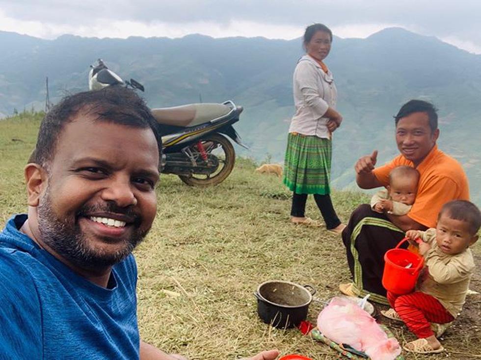 Bức ảnh chung cư rợp quốc kỳ Việt Nam là của một người Ấn Độ sống ở Hà Nội - Ảnh 5.