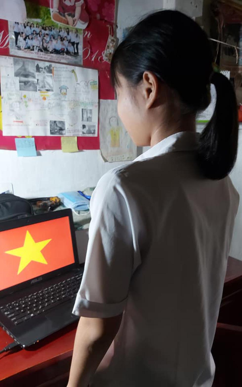 Học sinh đồng loạt chào cờ trực tuyến sáng đầu tuần - Ảnh 6.