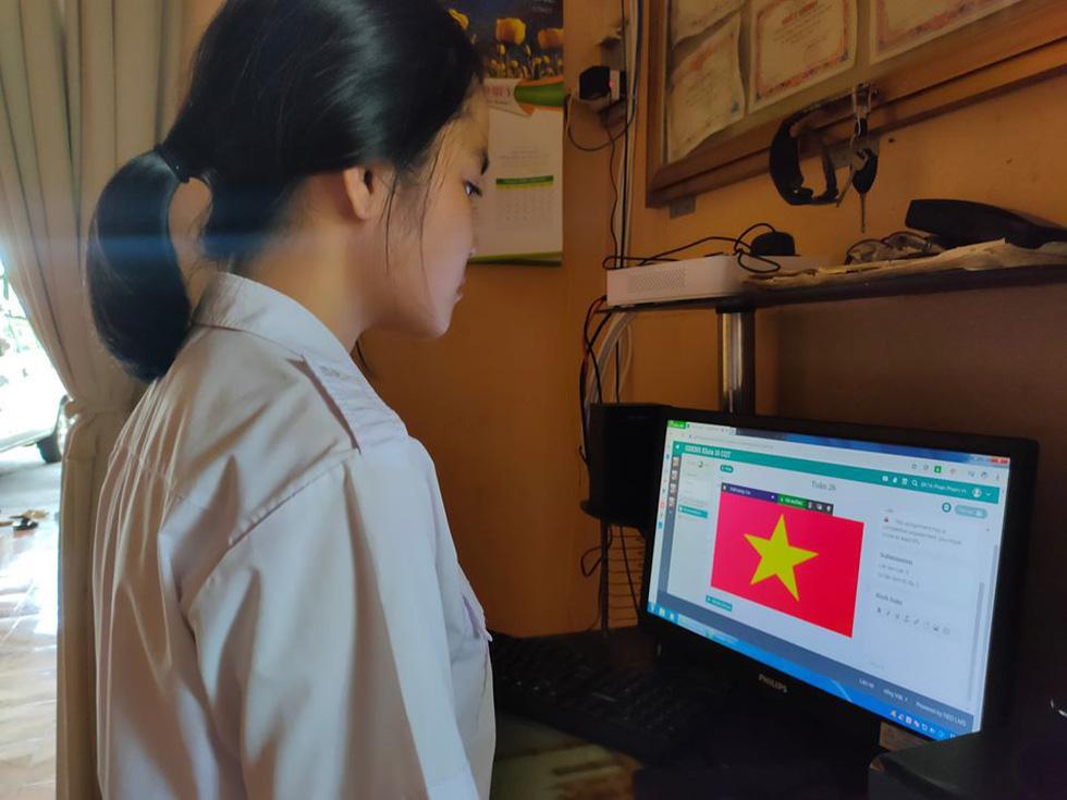 Học sinh đồng loạt chào cờ trực tuyến sáng đầu tuần - Ảnh 9.