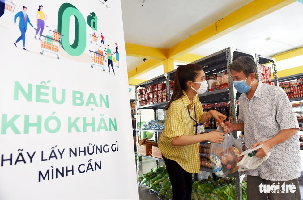 Tôi đã bật khóc ở siêu thị 0 đồng của người Sài Gòn - Ảnh 7.