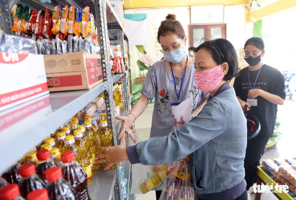 Tôi đã bật khóc ở siêu thị 0 đồng của người Sài Gòn - Ảnh 8.