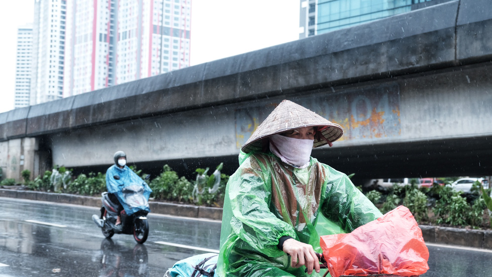 Nay được ra đường, tôi lại đi nhặt rác, mưa cũng phải cố - Ảnh 7.