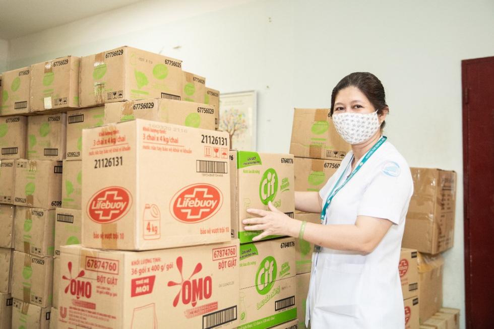 Những chuyến hàng Unilever đến với tuyến đầu chống dịch - Ảnh 9.