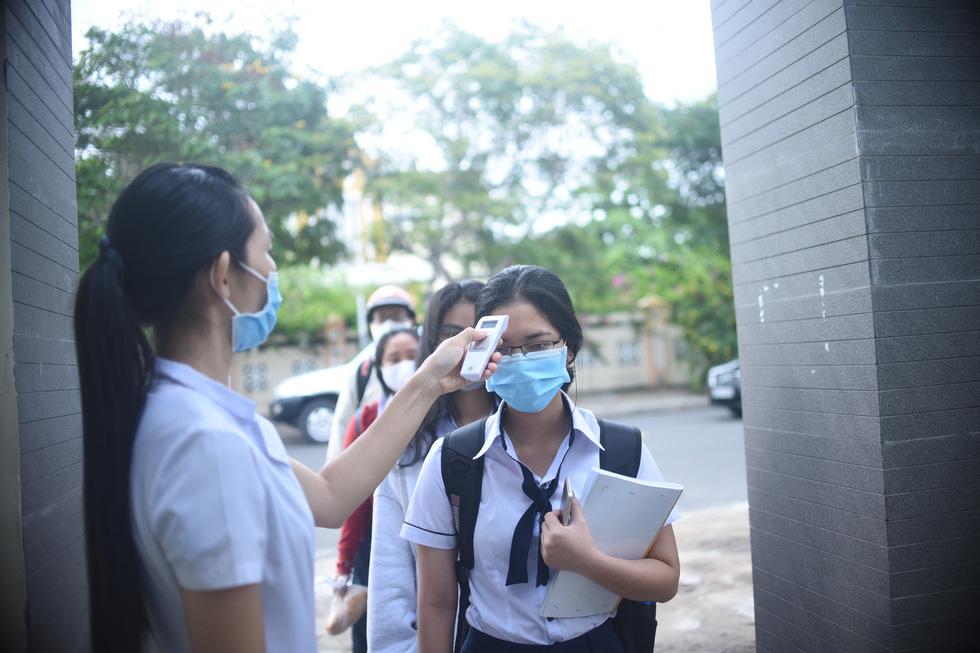 Sáng nay 27-4, học sinh của gần 30 tỉnh thành trở lại trường - Ảnh 5.