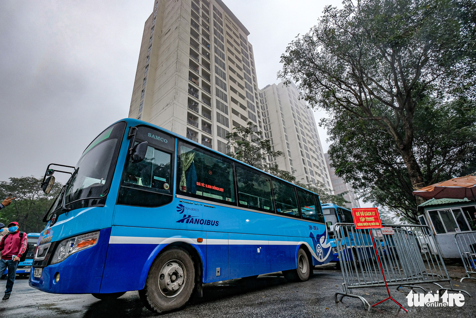 Hơn 240 người hết cách ly tại Hà Nội trở về địa phương - Ảnh 2.