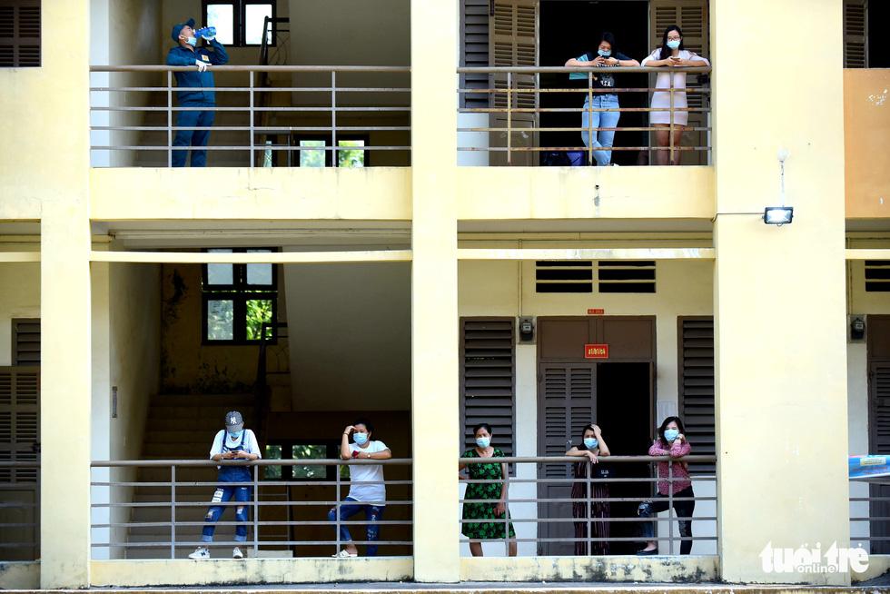 TP.HCM: 1.400 người hoàn thành cách ly được về nhà - Ảnh 5.