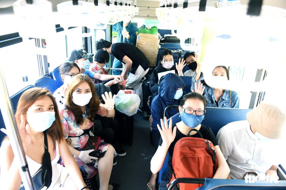 TP.HCM: 1.400 người hoàn thành cách ly được về nhà - Ảnh 13.