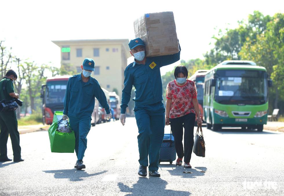 TP.HCM: 1.400 người hoàn thành cách ly được về nhà - Ảnh 6.