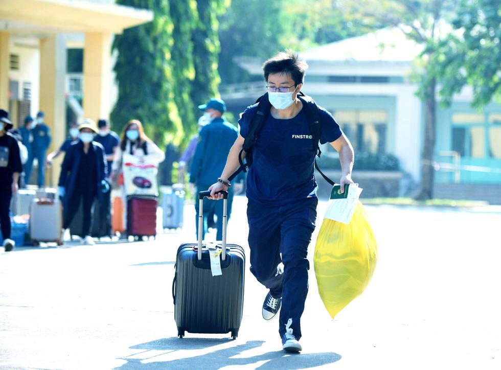 TP.HCM: 1.400 người hoàn thành cách ly được về nhà - Ảnh 7.