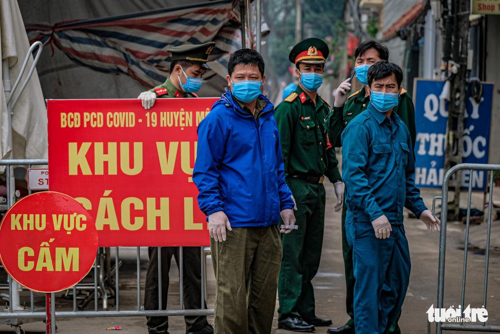 Cận cảnh cách ly thôn Hạ Lôi hơn 10.000 nhân khẩu vì liên quan bệnh nhân 243 - Ảnh 1.