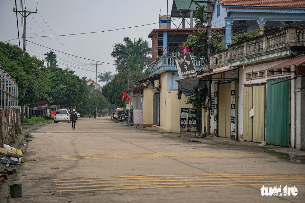 Cận cảnh cách ly thôn Hạ Lôi hơn 10.000 nhân khẩu vì liên quan bệnh nhân 243 - Ảnh 12.
