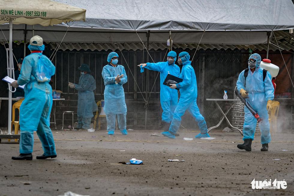 Cận cảnh cách ly thôn Hạ Lôi hơn 10.000 nhân khẩu vì liên quan bệnh nhân 243 - Ảnh 4.