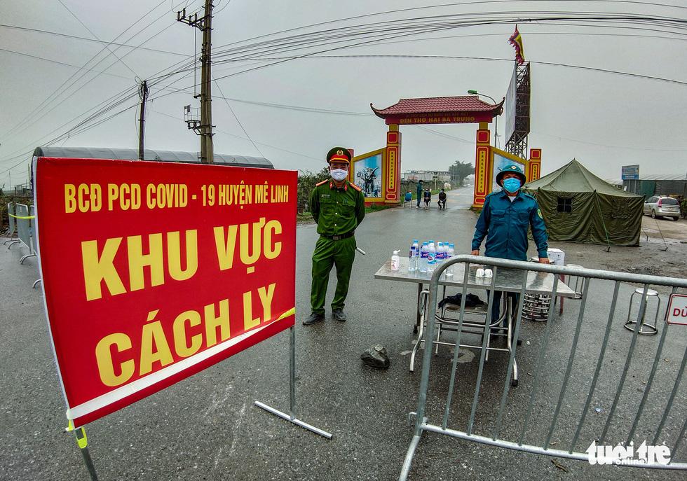 Cận cảnh cách ly thôn Hạ Lôi hơn 10.000 nhân khẩu vì liên quan bệnh nhân 243 - Ảnh 2.