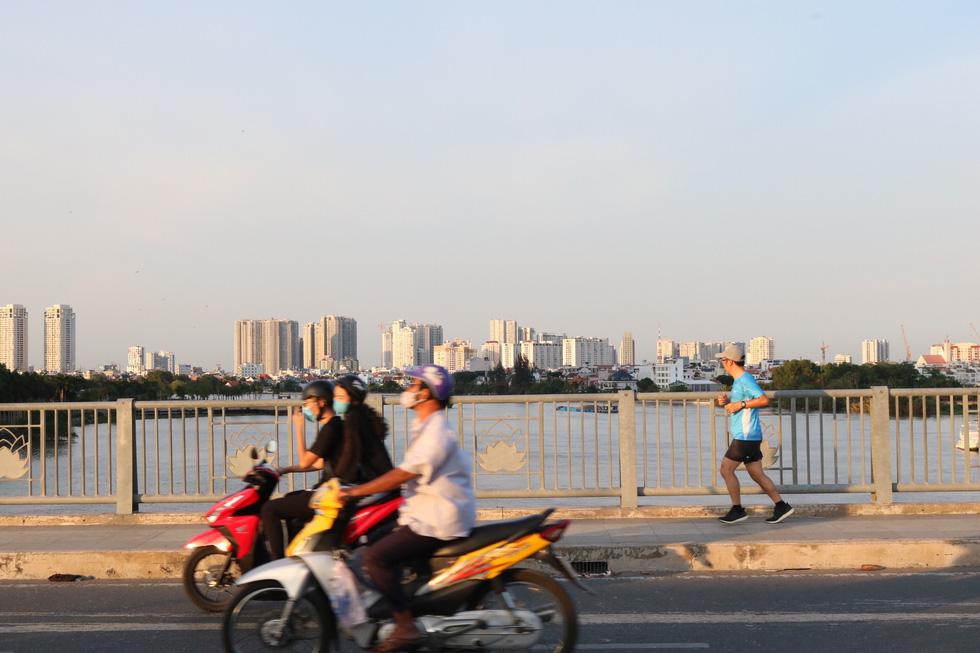 TP.HCM trời trong xanh, chất lượng không khí cải thiện đáng kể sau giãn cách - Ảnh 5.