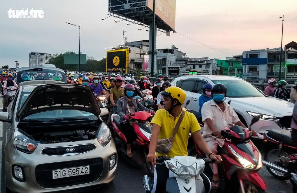 Dòng xe và người khủng khiếp trên đường Nguyễn Kiệm, Nguyễn Thái Sơn - Ảnh 6.