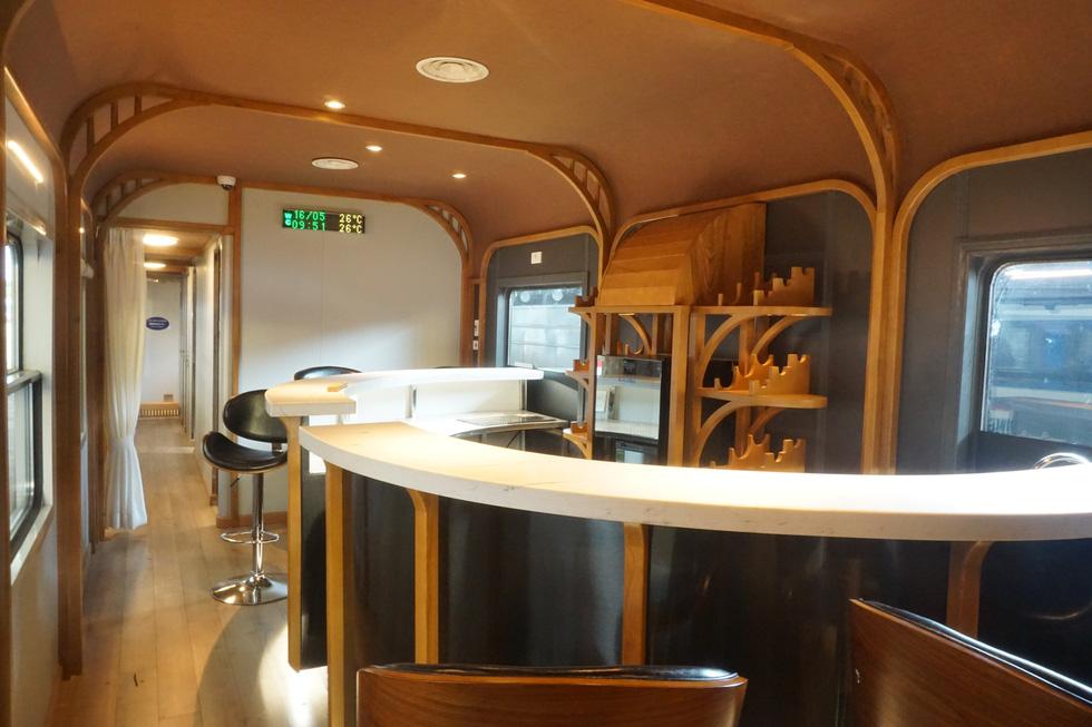 Toa tàu lửa có quầy bar do kỹ sư Việt Nam đóng sắp đưa vào khai thác - Ảnh 1.