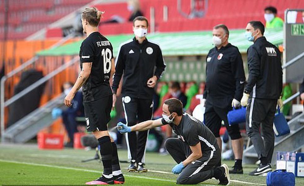 Cầu thủ vừa ăn mừng vừa giãn cách xã hội trong ngày Bundesliga trở lại - Ảnh 9.