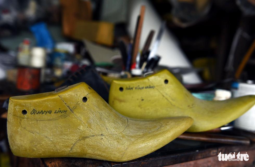 Người nghệ nhân già gần 90 tuổi lưu giữ hào quang của nghệ thuật đóng giày - Ảnh 12.