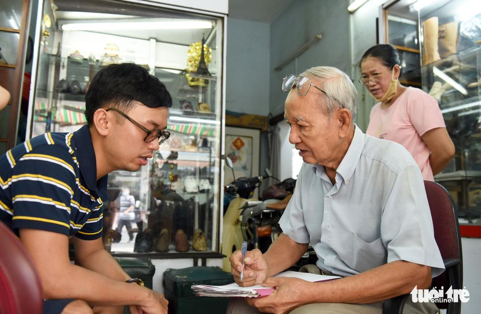 Người nghệ nhân già gần 90 tuổi lưu giữ hào quang của nghệ thuật đóng giày - Ảnh 4.