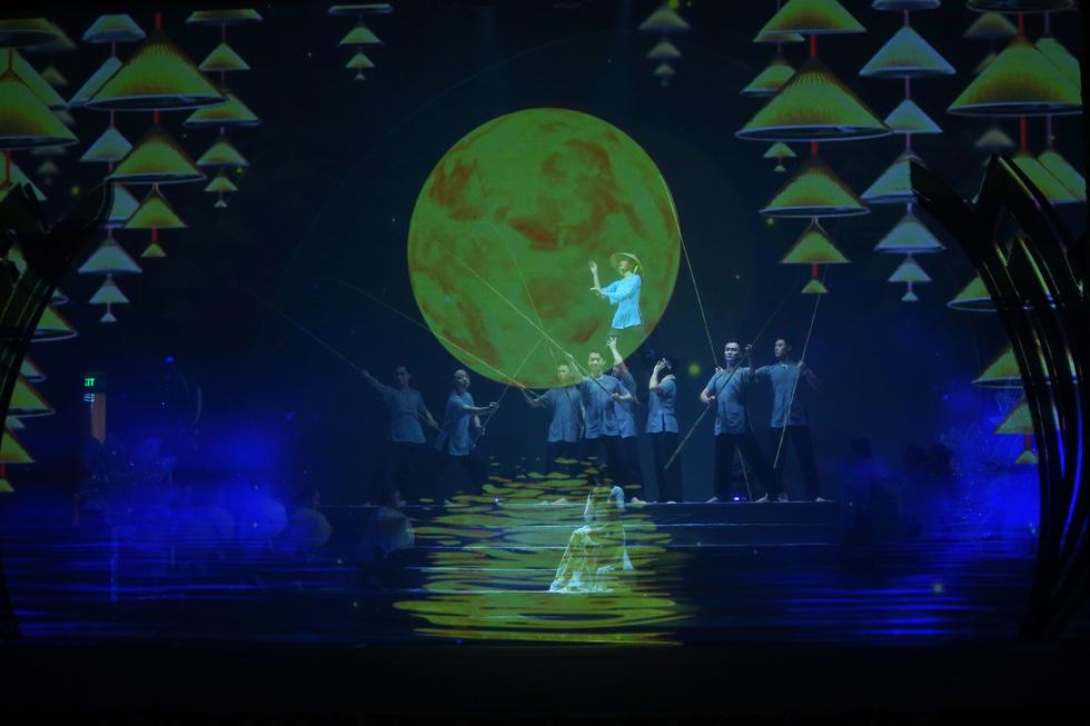 Rực rỡ sắc màu chương trình nghệ thuật đặc biệt Dâng Người tiếng hát mùa xuân - Ảnh 2.
