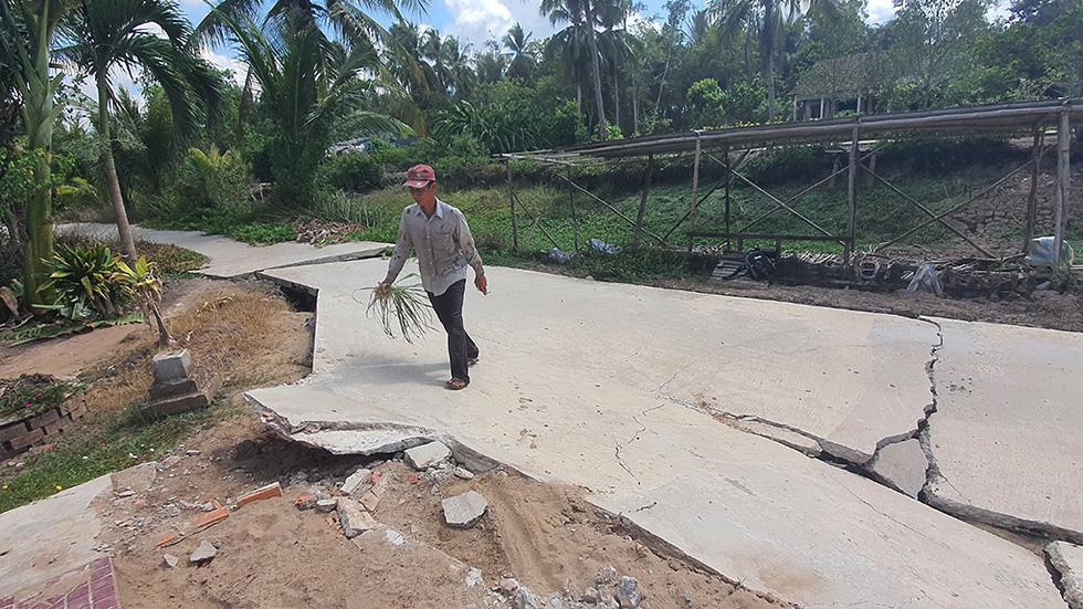 Tan nát những tuyến đường vùng ngọt hóa Cà Mau - Ảnh 3.
