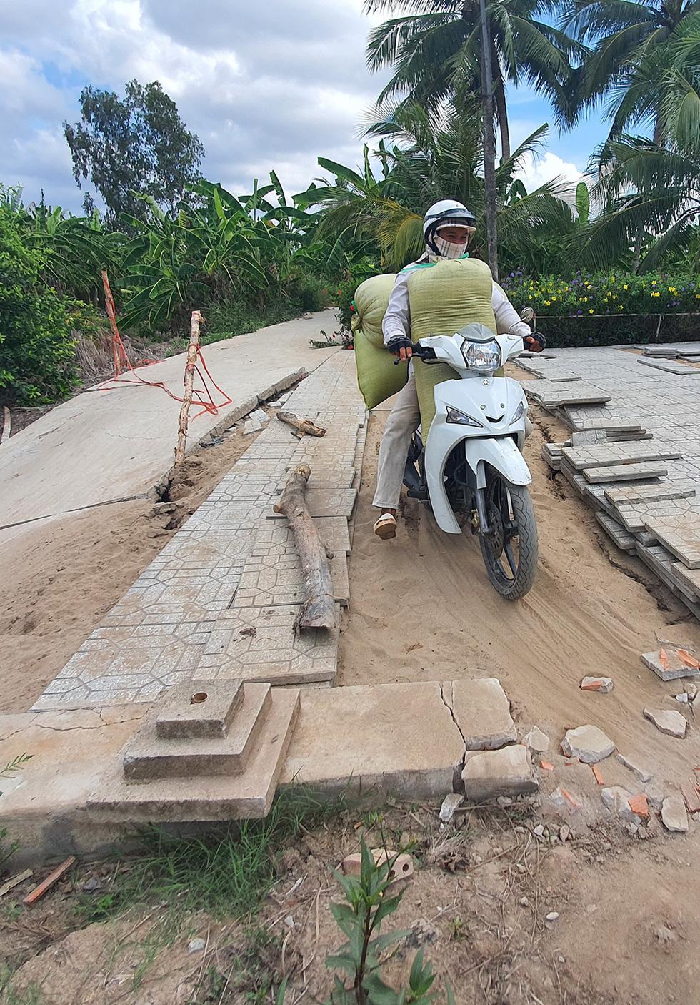 Tan nát những tuyến đường vùng ngọt hóa Cà Mau - Ảnh 4.