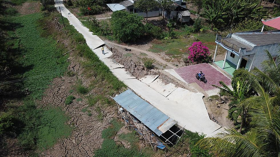 Tan nát những tuyến đường vùng ngọt hóa Cà Mau - Ảnh 5.