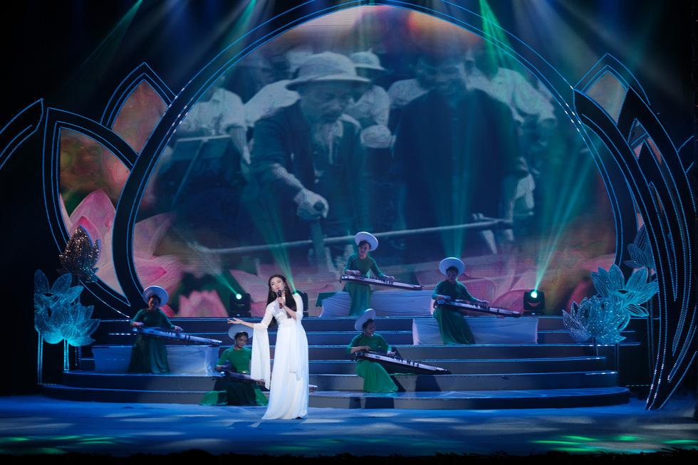 Rực rỡ sắc màu chương trình nghệ thuật đặc biệt Dâng Người tiếng hát mùa xuân - Ảnh 5.
