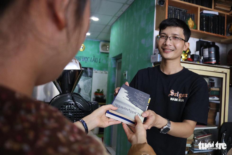 Uống cà phê trả bằng sách tại Sài Gòn - Ảnh 7.