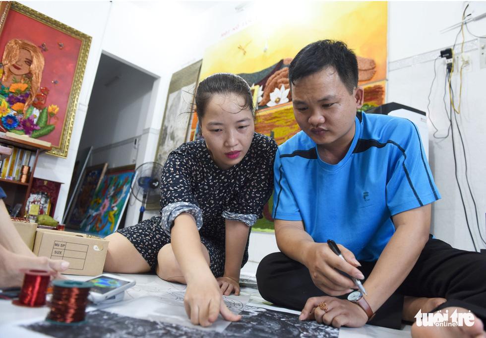Cô gái sáng tạo ra dòng tranh dây đồng, chỉ truyền nghề cho người khuyết tật - Ảnh 12.