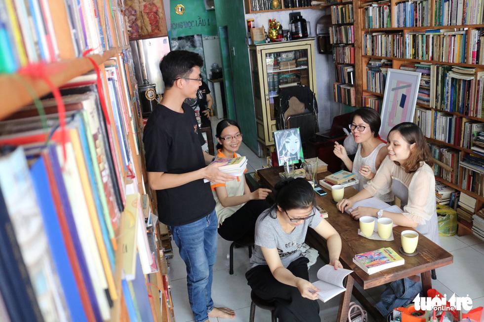 Uống cà phê trả bằng sách tại Sài Gòn - Ảnh 6.