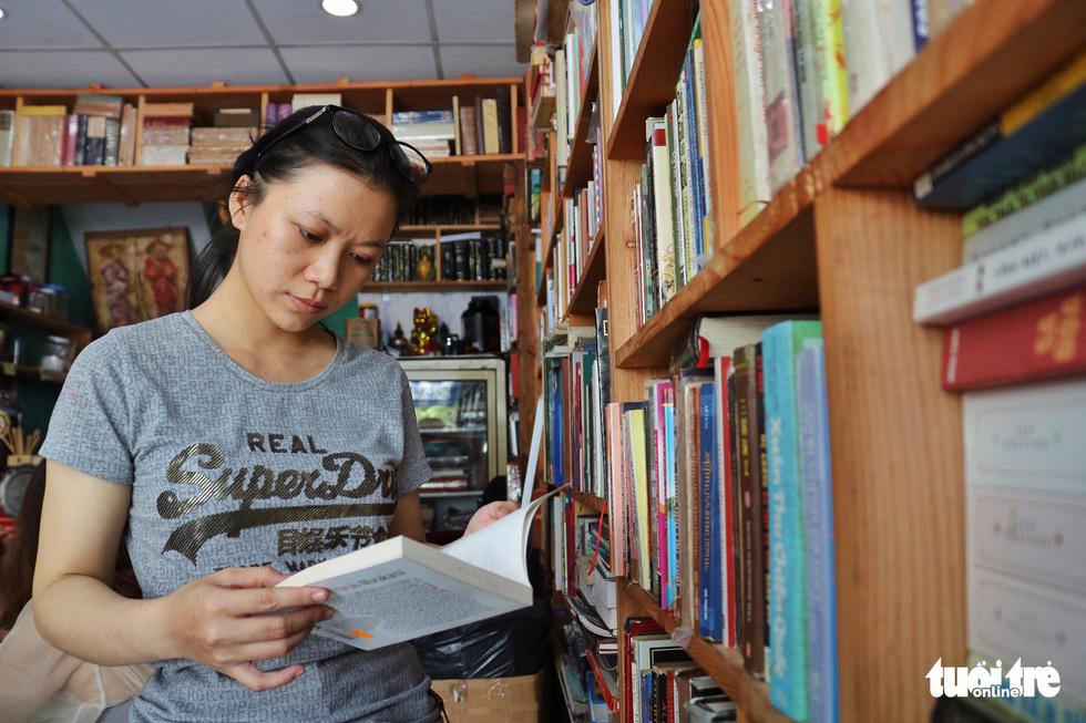 Uống cà phê trả bằng sách tại Sài Gòn - Ảnh 4.