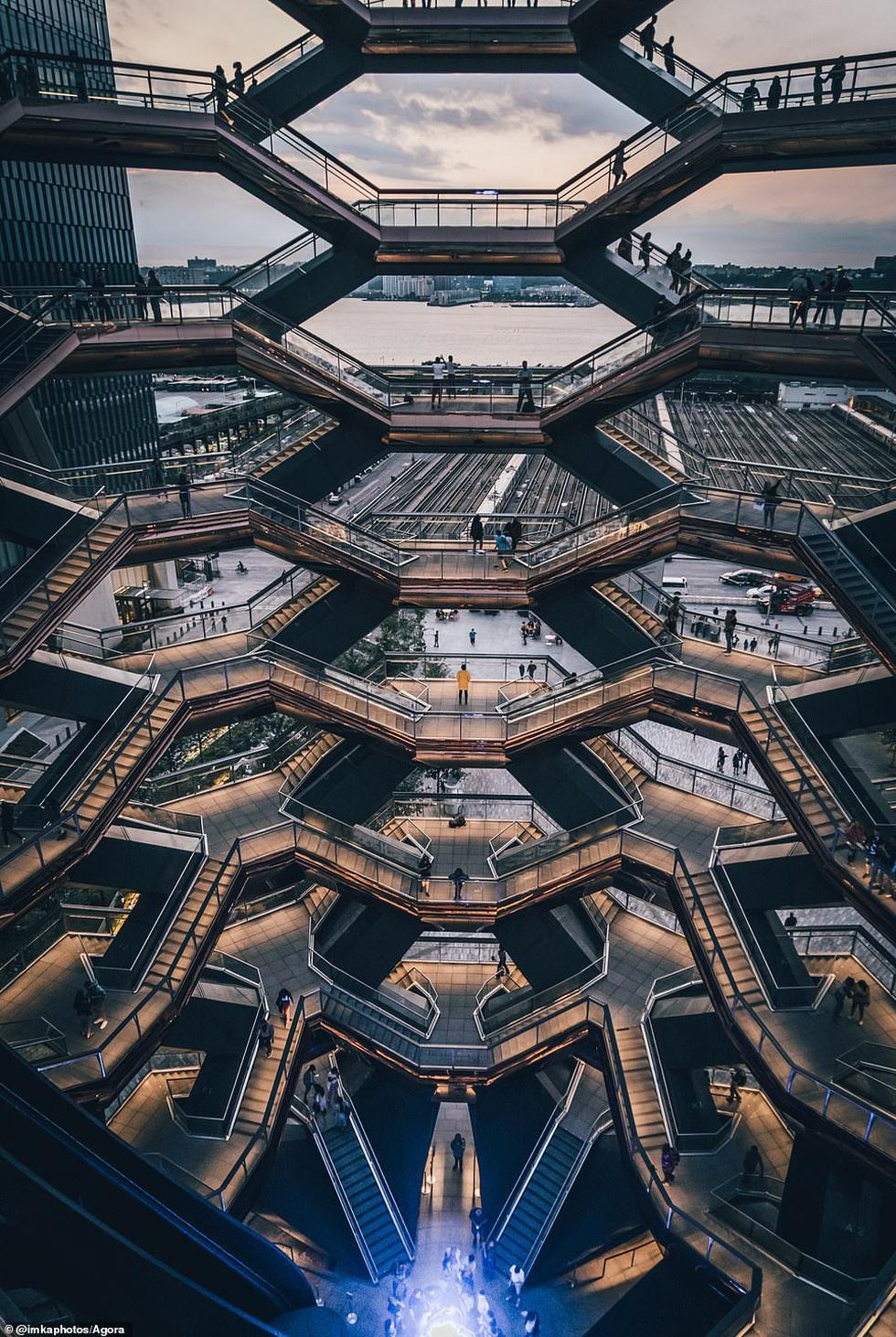 Ảnh Cầu Vàng vượt hơn 10.000 ảnh giành chiến thắng cuộc thi Architecture 2020 - Ảnh 8.