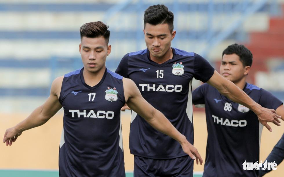 Xuân Trường bất ngờ xuất hiện, tập cùng HAGL trước trận gặp Nam Định - Ảnh 6.