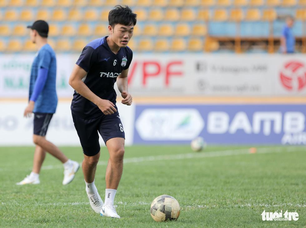 Xuân Trường bất ngờ xuất hiện, tập cùng HAGL trước trận gặp Nam Định - Ảnh 3.