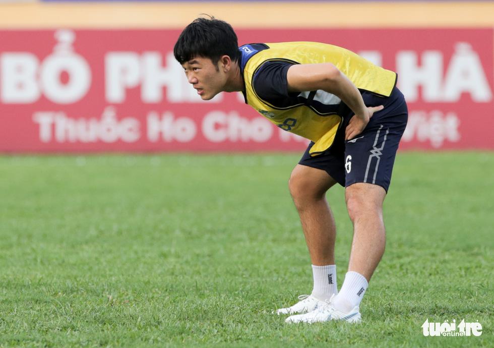 Xuân Trường bất ngờ xuất hiện, tập cùng HAGL trước trận gặp Nam Định - Ảnh 4.