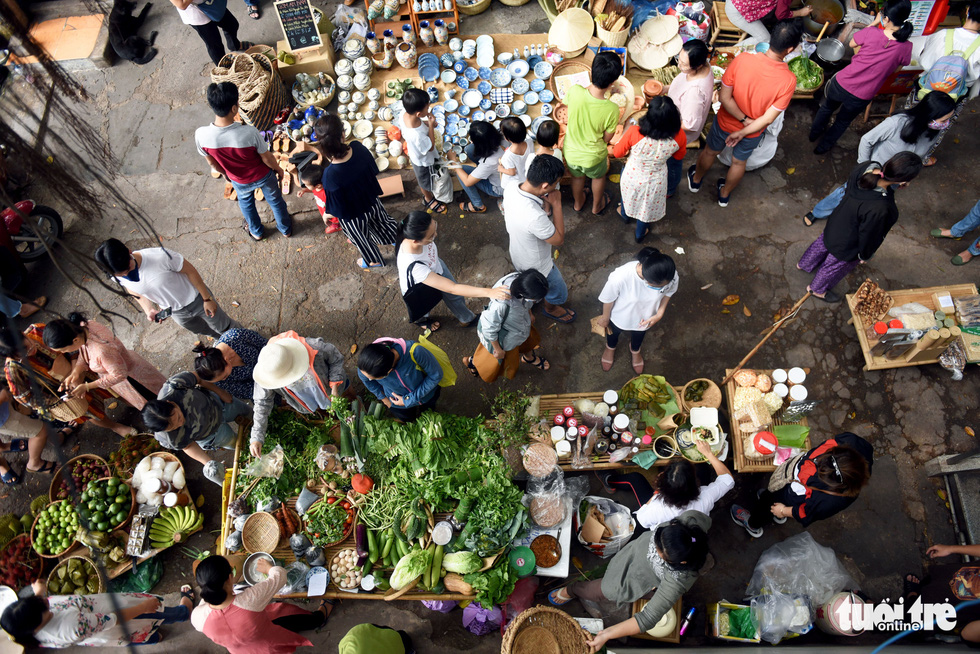 Chợ quê sáng chủ nhật đủ các món hàng dân dã hiếm có giữa trung tâm Sài Gòn - Ảnh 3.