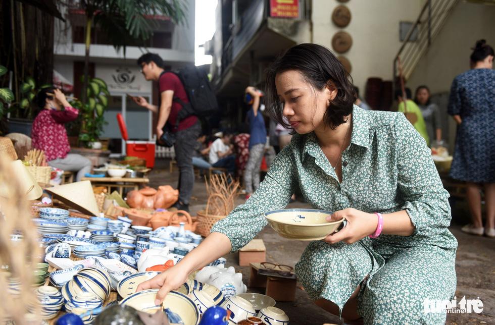 Chợ quê sáng chủ nhật đủ các món hàng dân dã hiếm có giữa trung tâm Sài Gòn - Ảnh 4.