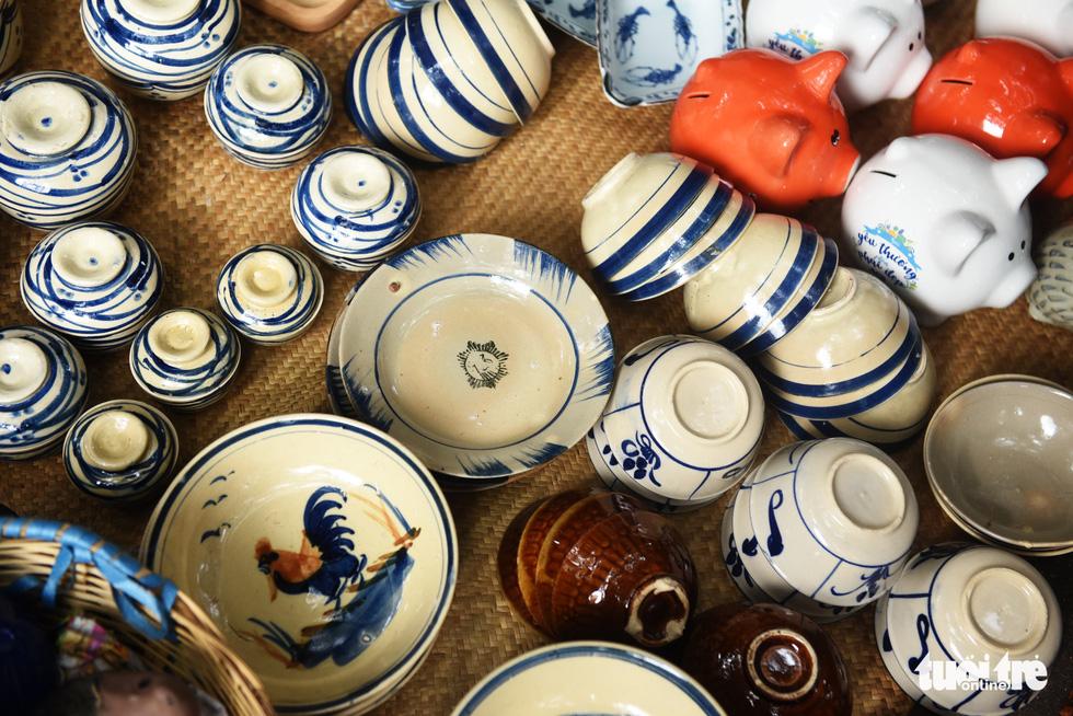 Chợ quê sáng chủ nhật đủ các món hàng dân dã hiếm có giữa trung tâm Sài Gòn - Ảnh 6.