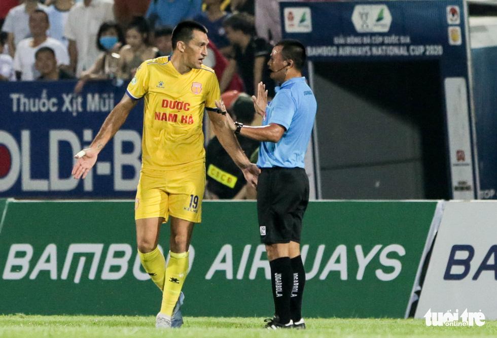 Đỗ Merlo nổi khùng với cựu tuyển thủ U23 Việt Nam vì thi đấu quá cá nhân - Ảnh 6.