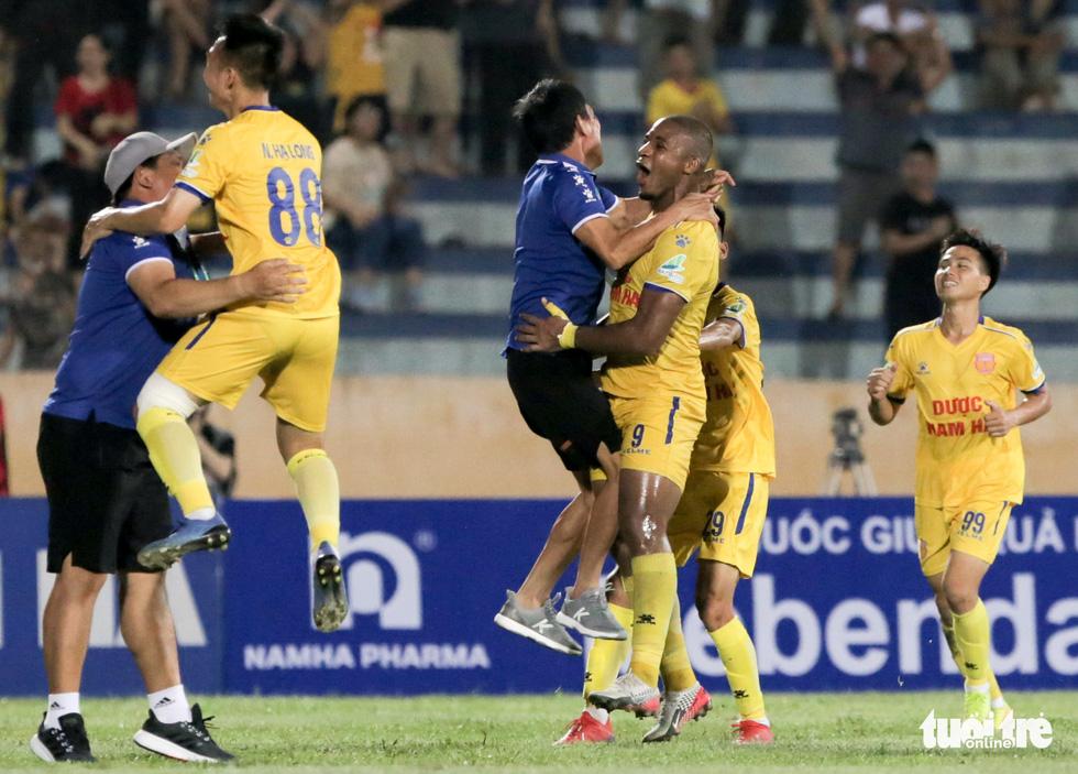 Đỗ Merlo nổi khùng với cựu tuyển thủ U23 Việt Nam vì thi đấu quá cá nhân - Ảnh 9.